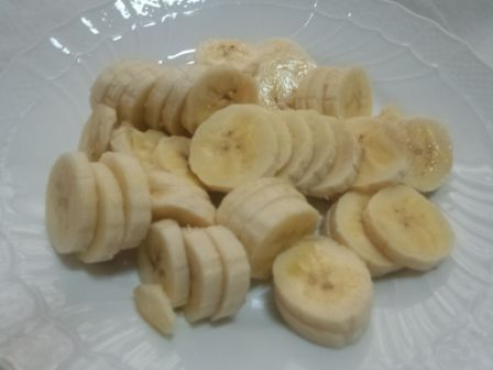 バナナを大量にスライスしたの写真