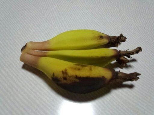 切り取ったバナナの果実写真