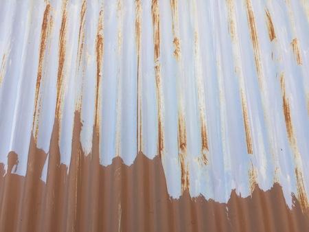 ペンキ塗りしたトタンの比較写真
