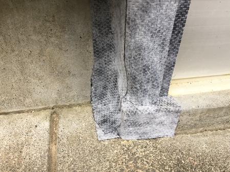 隙間を防水補修テープで補修した写真
