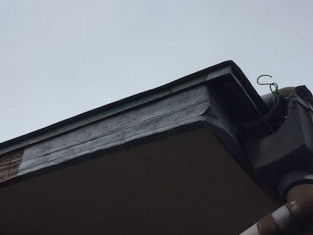 家の外側を防水補修テープで簡単に応急修理!