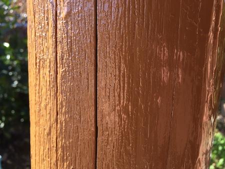 古い木材を2度ペンキ塗りした写真