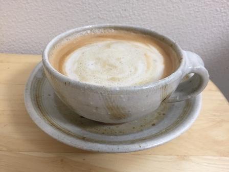 できたコーヒーをエアロチーノで調理した写真