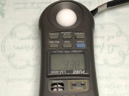 クリップ式植物育成ライトを設置して照度を測定している写真2