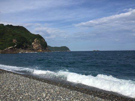 熊野市の海と岩壁写真