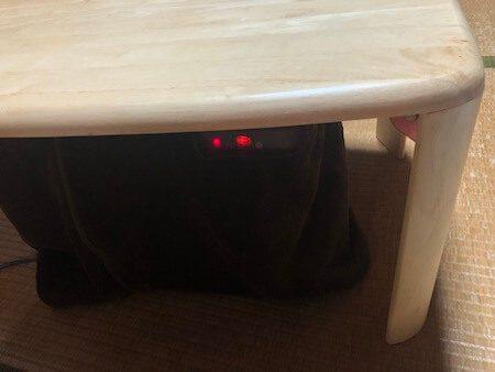 小型の机にも使える暖房器具『デスクヒーター』