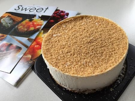 通販で購入した冷凍チーズケーキの写真