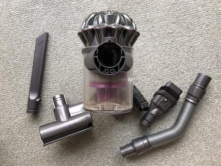 ダイソン小型掃除機のパーツと取り付け口写真